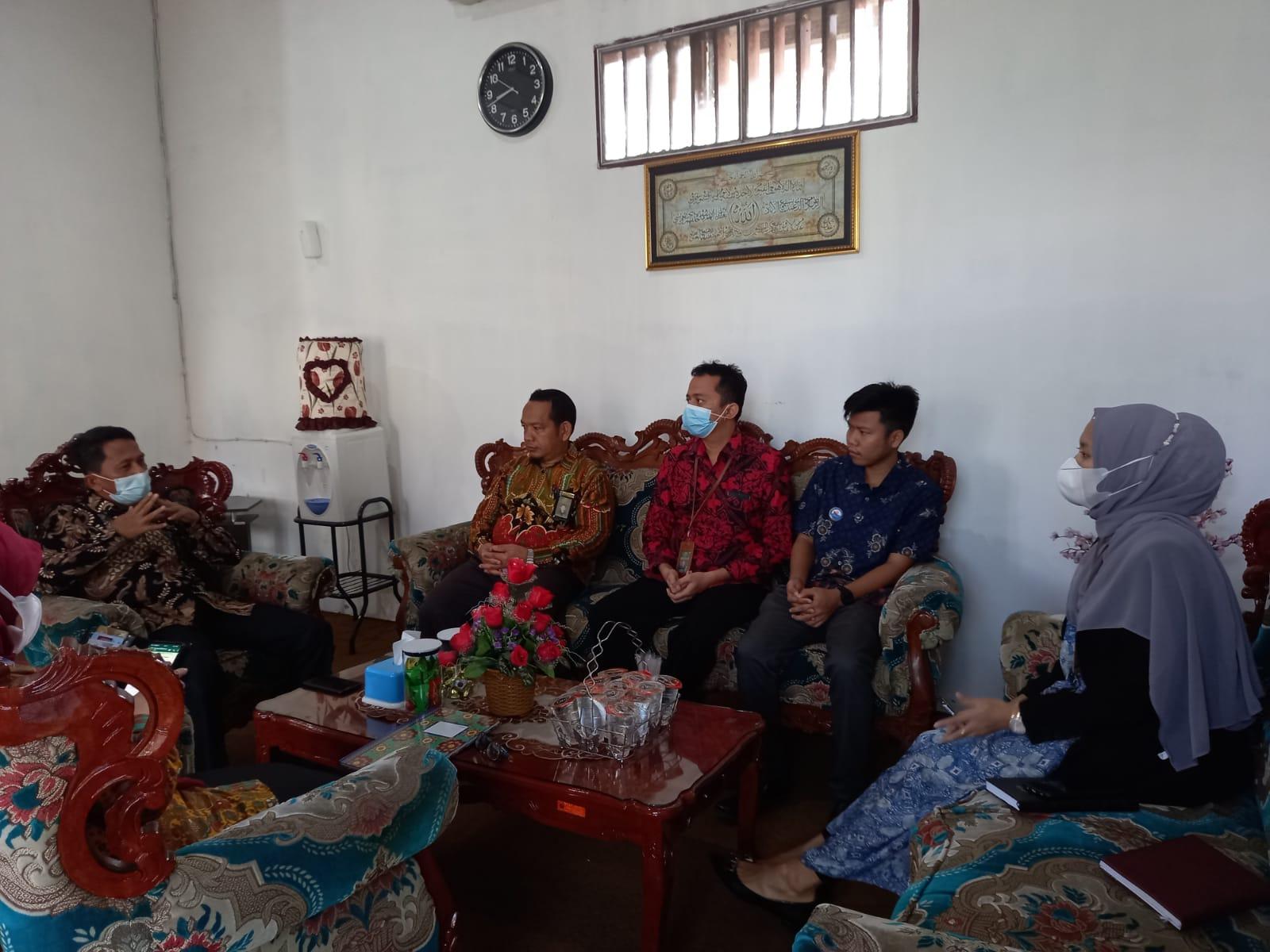 Rapat Terbatas Pimpinan dengan Tim Kreatif Sosial Media PA Rantauprapat   (2/8)